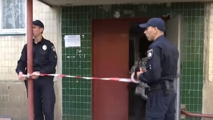 «Неизвестно, сколько он лежал, потому что мух было много»: Во Львове полиция отказалась вывозить труп, который вонял на весь подъезд