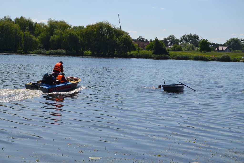 «С лодки в реку упали два ребенка»: Нелегальная переправа обернулась трагедией