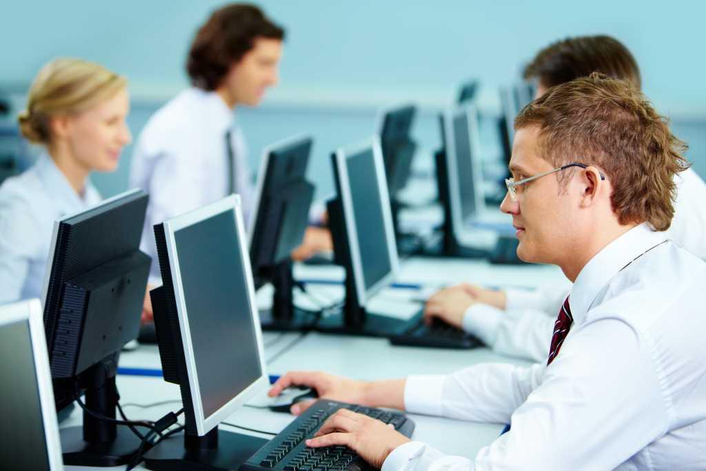 «Начнут штрафовать за компьютеры…»: Новые требования для украинских работодателей