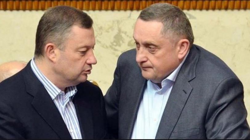 «Займы детям, огромный автопарк и путаница в декларациях»: Что скрывали от украинцев братья Дубневичи