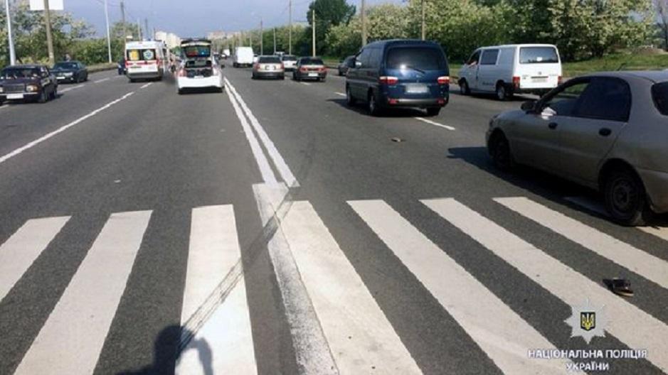 В Харькове автомобиль переехал женщину прямо на пешеходном переходе