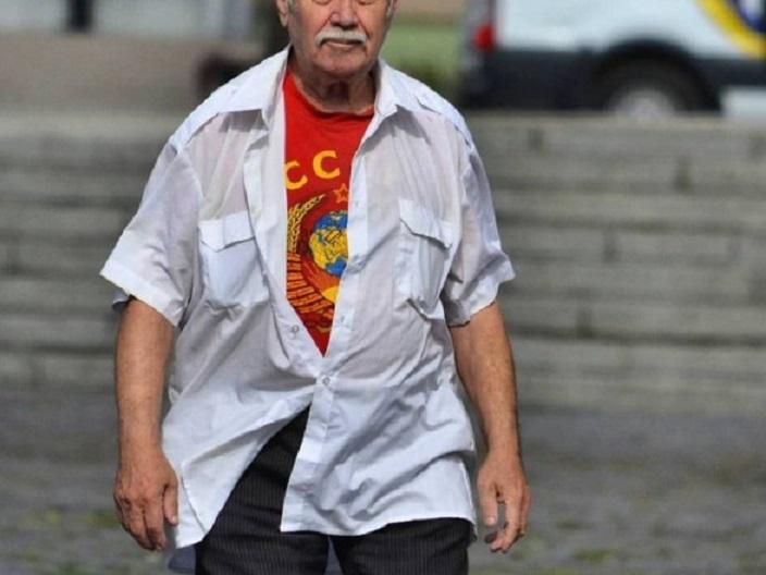 «Надел футболку с символикой…»: Во Львове задержали 80-летнего пенсионера