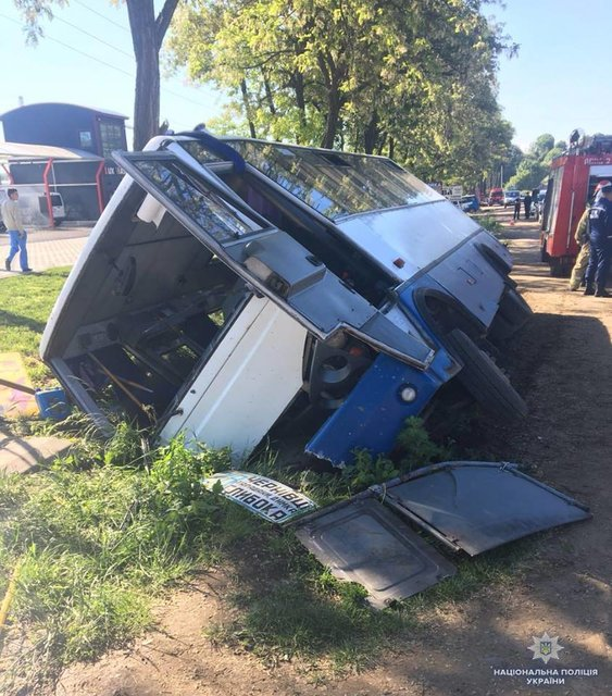 На Буковине перевернулась маршрутка: Шестеро пострадавших