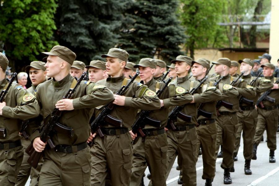«Сразу после присяги на верность Родине»: То, что сделал солдат на плацу, поразило всех (видео)