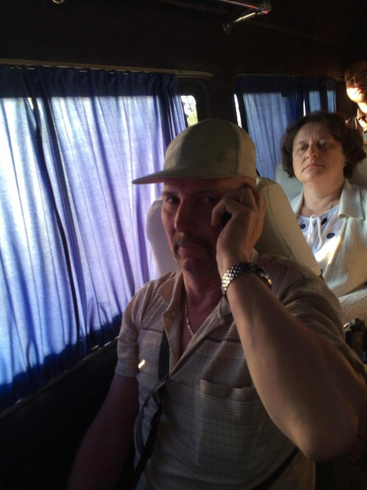 Мужчина в маршрутке призвал друга «бить х*хлов». То, как отреагировали пассажиры — удивило всех