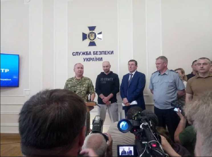 «Я мог бы принести соболезнования, но …»: Бабченко оказался живым! Глава СБУ рассказал подробности