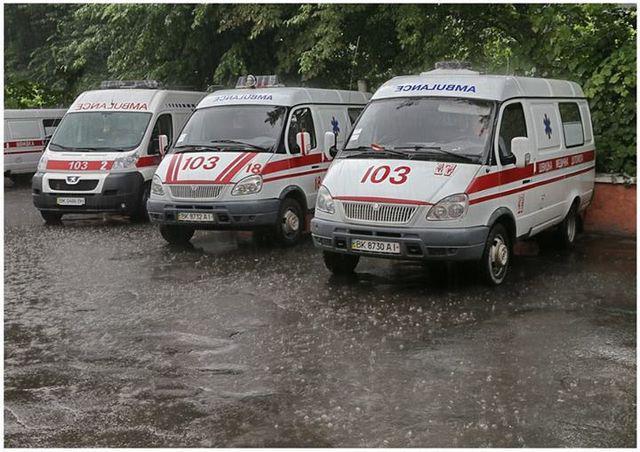 «Распылили неизвестное вещество»: Из школы эвакуировали более 300 детей