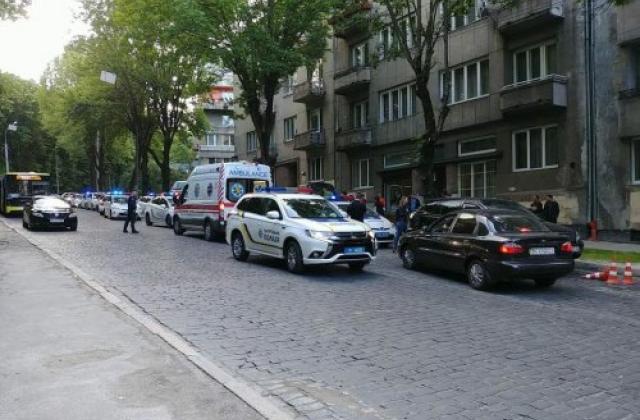 Срочно нуждается в переливании крови: Стало известно о состоянии полицейской, которую подрезали во Львове