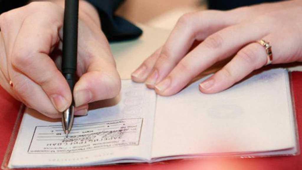 «Кроме штампа в паспорте, нет никаких…»: Новые правила «прописки». Что нужно знать