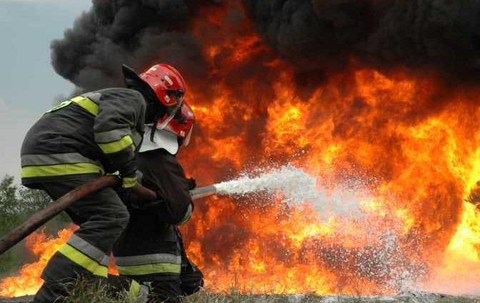 «В одной из задымленных комнат нашли женщину»: Пенсионерка чуть не сгорела заживо