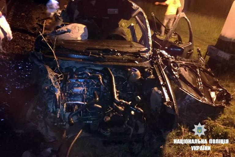 Виновник умер на месте: На Прикарпатье поезд раздавил автомобиль на переезде