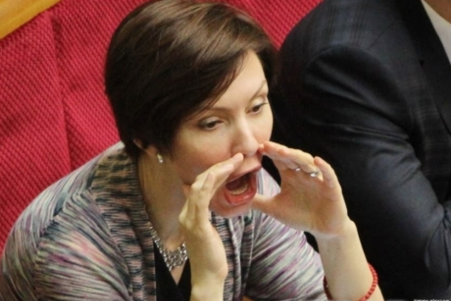 «Это фото смачный плевок в рожу тем…»: Соратница Януковича, которая ненавидела Америку, сбежала из России в США