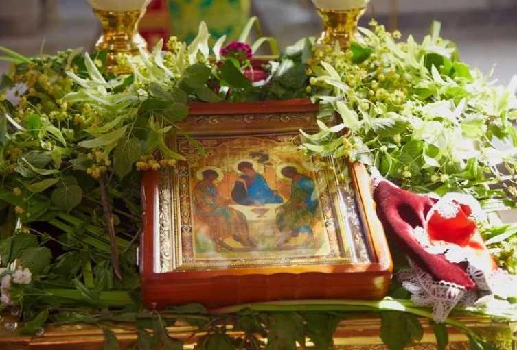 Троица 2018: Что нужно успеть освятить в церкви еще сегодня