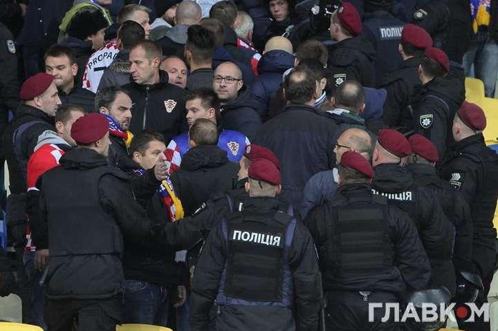 «Избили главного тренера клуба Премьер-лиги»: Украинские фанаты решили рассчитаться за поражение любимой команды