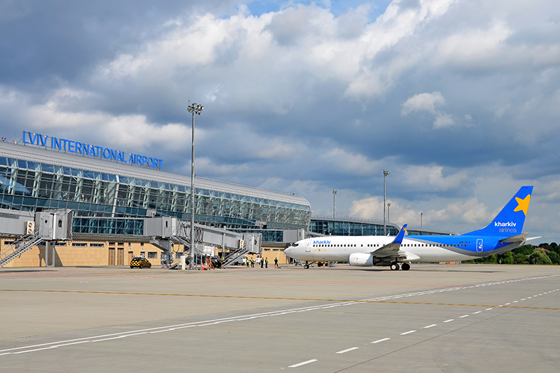 «Четверо пассажиров оказались …»: Во Львове экстренно приземлился самолет международной авиакомпании
