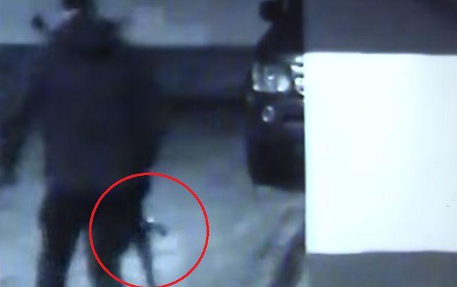 «Расстреляли из автоматов»: Неизвестные убили нескольких людей, напав на клуб