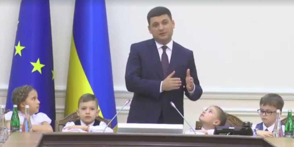 «Весь парламент до сих пор думает …»: То, что спросили дети на заседании Кабмина, ошеломило даже Гройсмана