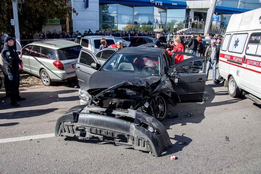 Страшная авария: Во Львове столкнулись сразу семь автомобилей