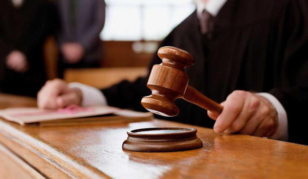 «Спустил штаны и продемонстрировал в суде свой орган»: Реакция судьи на скандальный поступок насильника потрясла всех