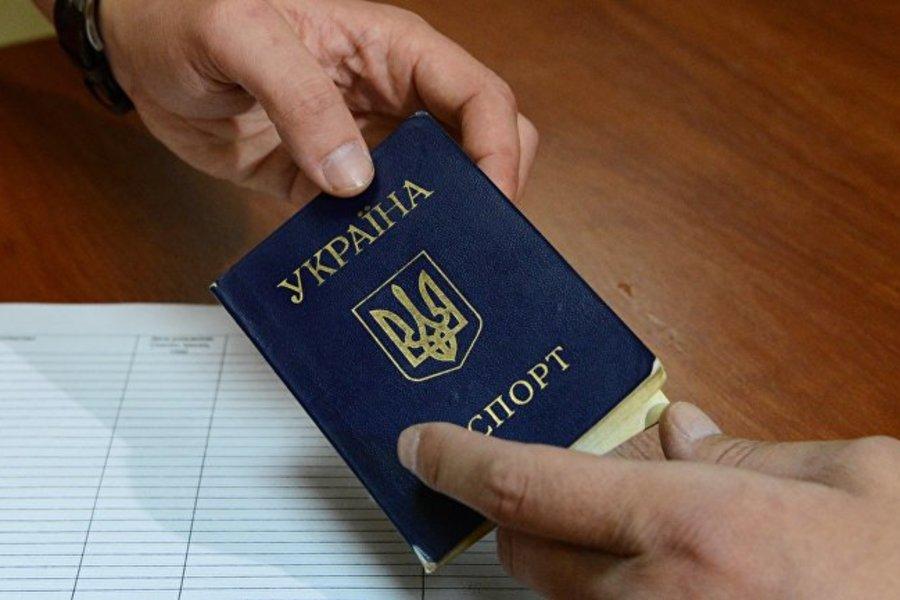 Второе гражданство: Часть украинцев предлагают жестоко наказать
