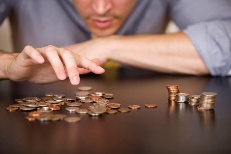 «Разрешили платить зарплату меньше минимальной…»: Украинцев предупреждают быть внимательнее, чтобы не остаться без денег