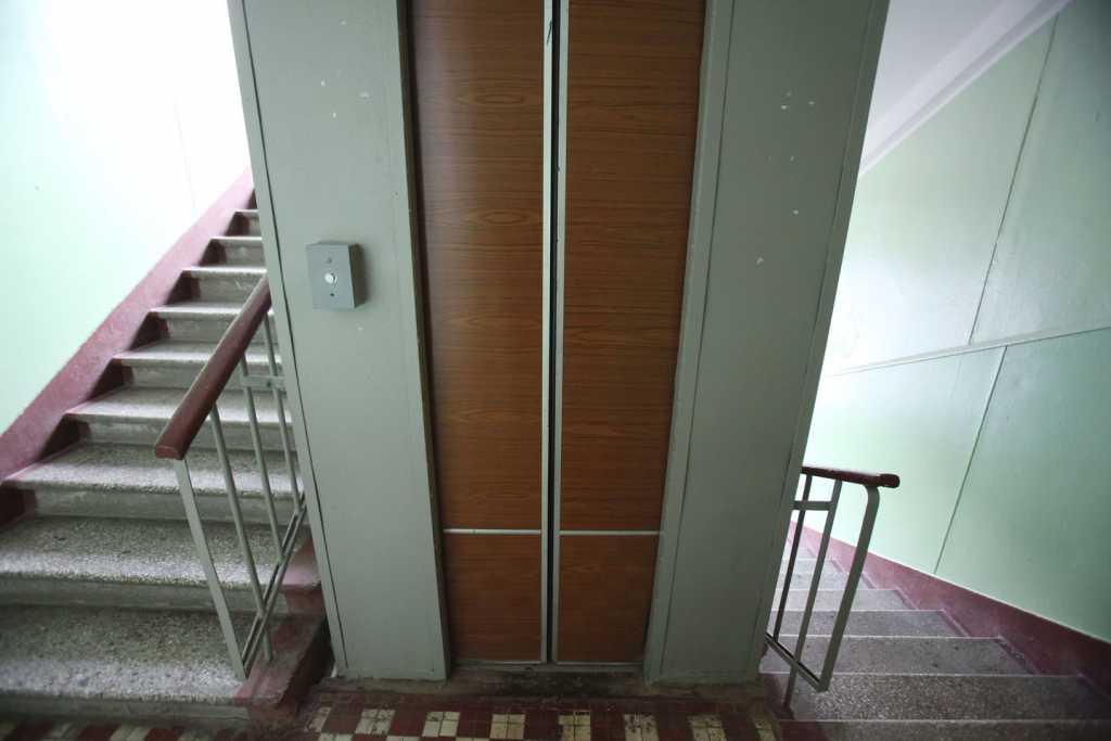 «Из кабины лифта в реанимацию …»: Во Львове молодая девушка упала в шахту