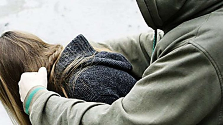 «Удовлетворил половую страсть «неестественным путем «»: Неизвестный напал на девушку в лесополосе и изнасиловал ее