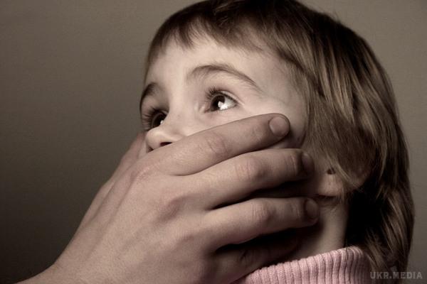 «Подсматривал за ними в душе и залезал руками в …»: Известного тренера обвиняют в развращении 9-летних учеников
