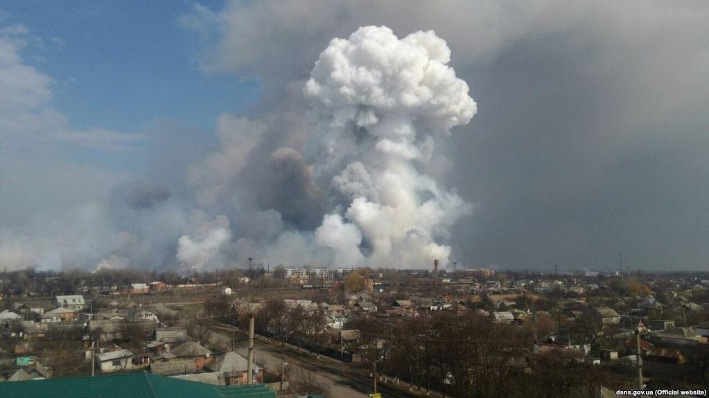 «Ситуация контролируется, спасатели дежурят, однако …»: Ночью в Балаклее прогремело еще несколько взрывов
