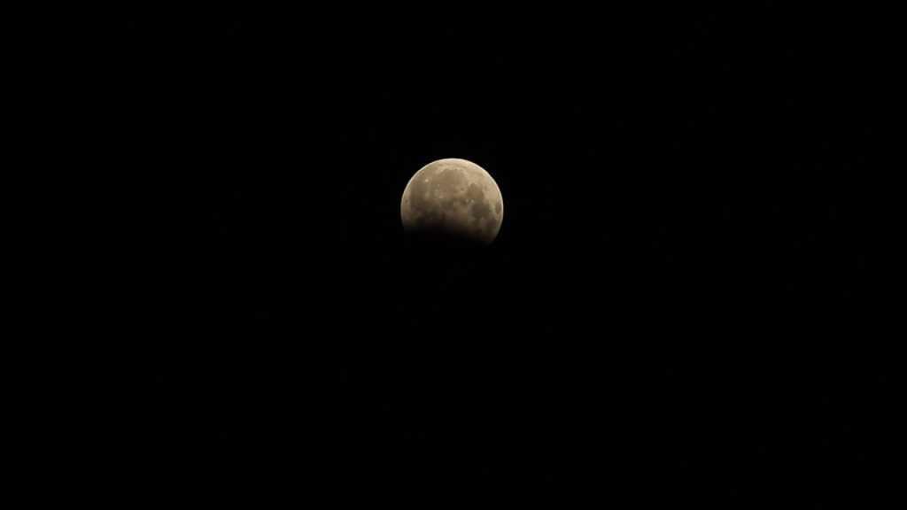 Планета потонет в темноте на несколько часов: Невероятное лунное затмение украинцы смогут наблюдать уже сегодня