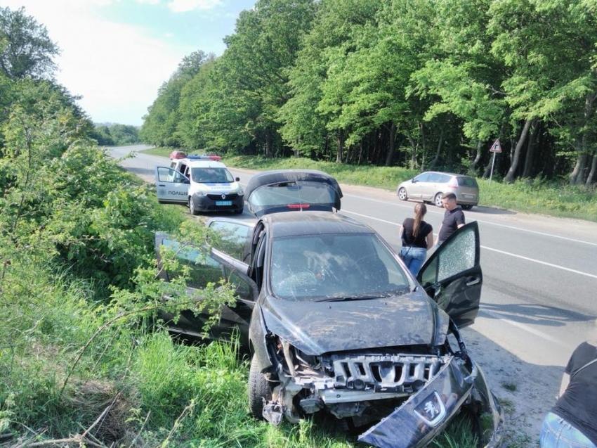 «Хотел избежать столкновения, но…»: Авто полностью разбилось в ДТП на Львовщине