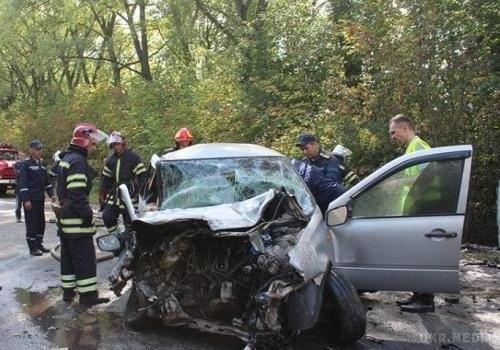 Чиновник на служебной машине влетел в КамАЗ: Двое человек погибло, много пострадавших