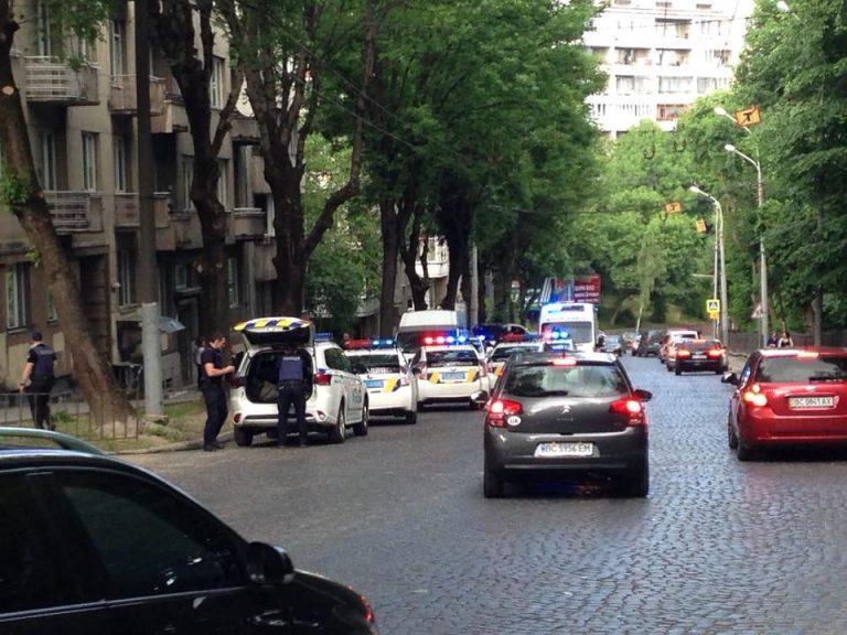 «Сейчас ей оказывают медицинскую помощь»: Во Львове подрезали женщину-полицейскую