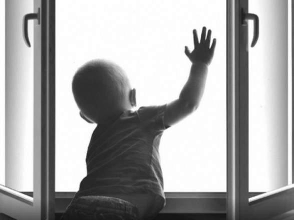 «Ребенок без присмотра играл на подоконнике»: Во Львове из окна выпал 4-летний мальчик