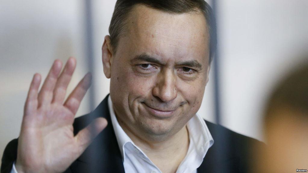 «Были задержаны вооруженной охраной», — Мартыненко вручили обвинительный акт