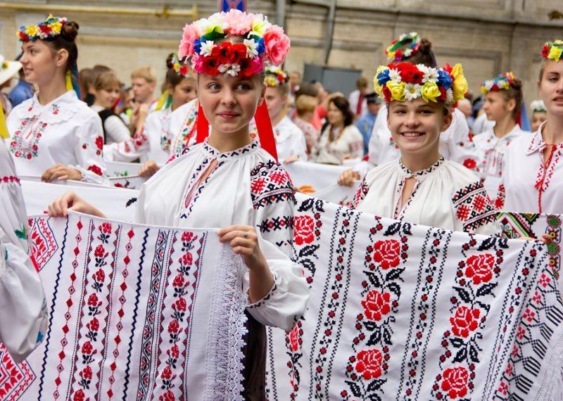 «Бесплатно пускать в метро и …»: Как завтра в Украине будут праздновать день вышиванки