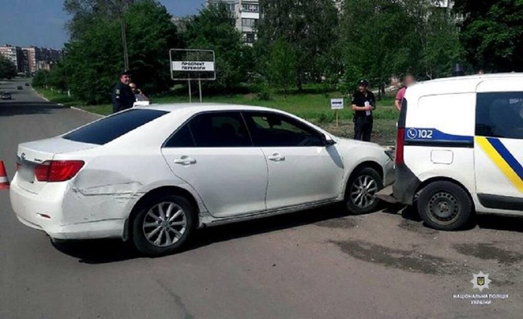 «Попыталась скрыться от полиции, но…»: Молодая девушка протаранила патрульную машину