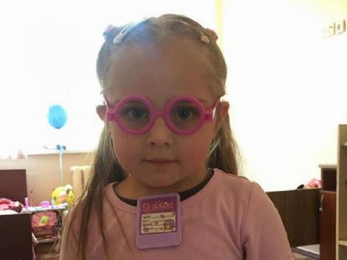 «Если ничего не изменится, ее ждет детдом»: В Киевской больнице уже 4 месяца живет сама маленькая девочка. От нее отказались даже родные