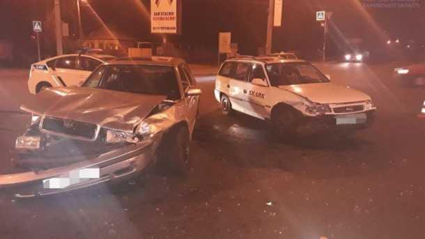 Столкнулись на перекрестке: В Харькове в ДТП пострадала молодая женщина
