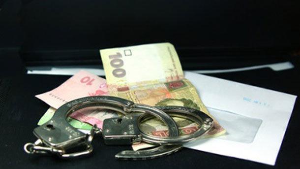 «Обещал не создавать искусственных препятствий»: Мариупольского таможенника поймали на взятке