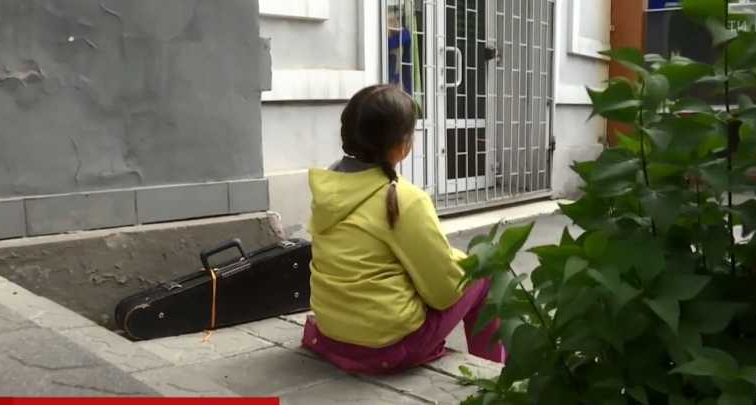 «Подошла, дернула меня за волосы и начала бить по голове»: Во Львове продавец жестоко избила 8-летнюю девочку