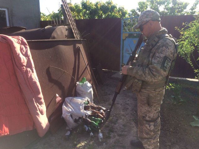 «Пострадать могли сотни украинцев»: Ликвидировали целый цех по изготовлению фальсифицированного алкоголя