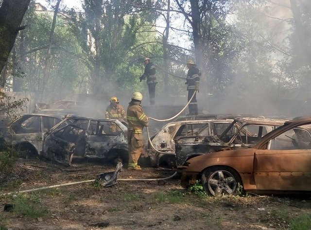 В столице огонь уничтожил более полсотни машин. Детали