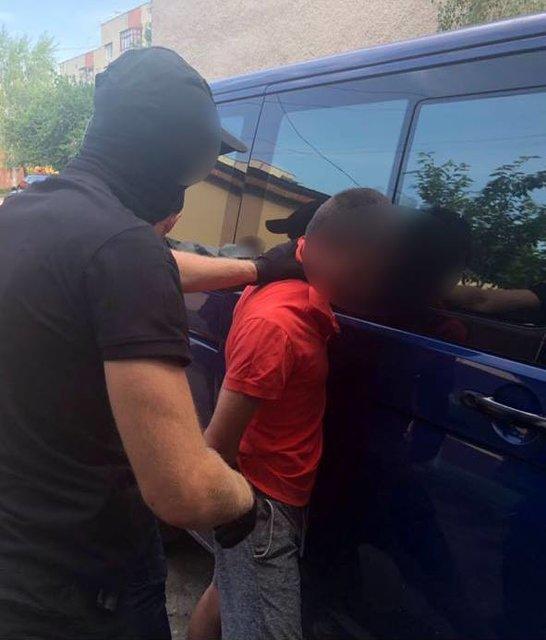 «Торговал наркотиками и способствовал незаконным перевозкам»: Пограничника задержали на взятке