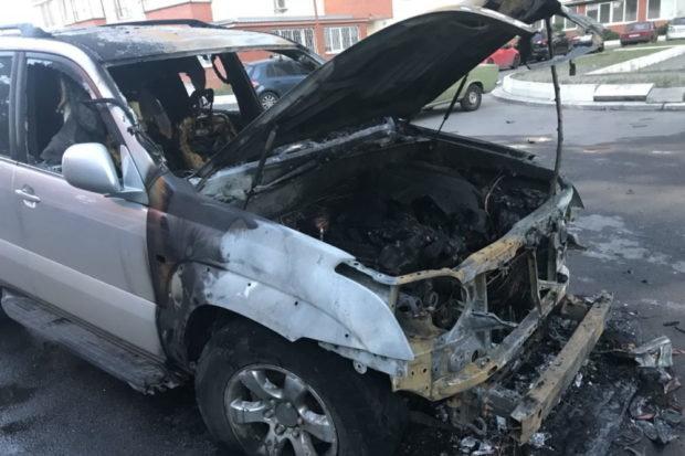 «Кому-то не угодил»: В Харькове сожгли авто известного активиста