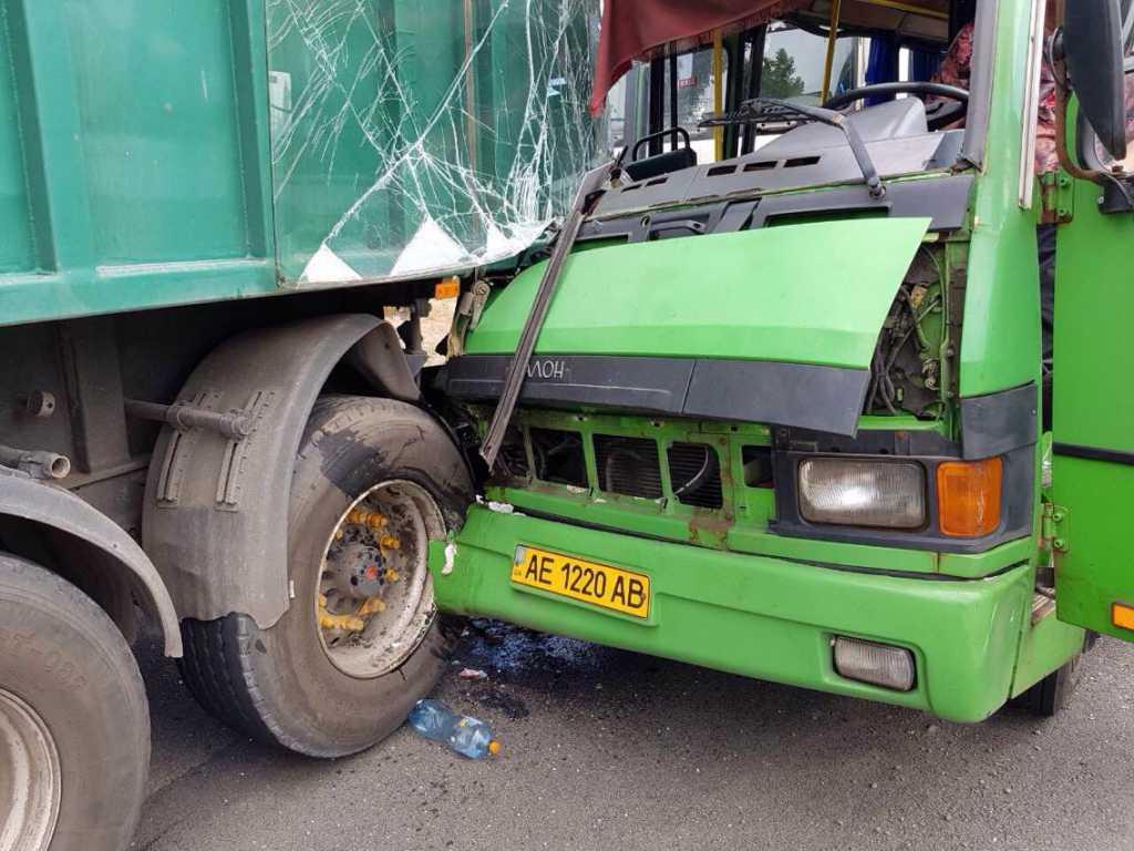 «Автобус столкнулся с грузовиком»: Пострадали 22 человека