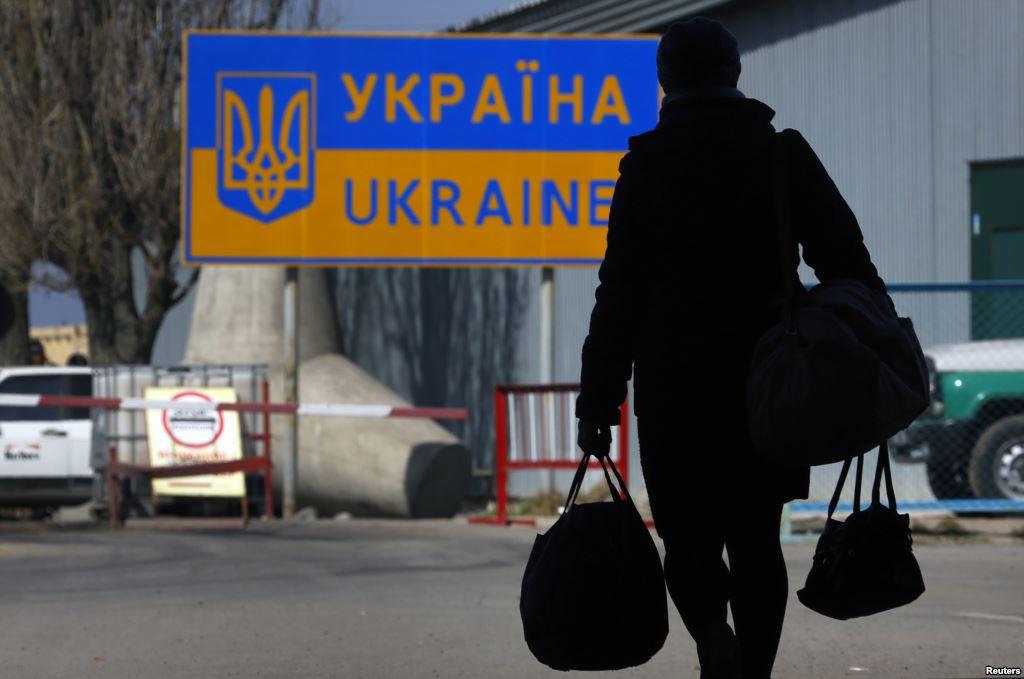 «Вводят ограничение для заробитчан…»: Что ожидает украинцев, собирающихся работать в Европе