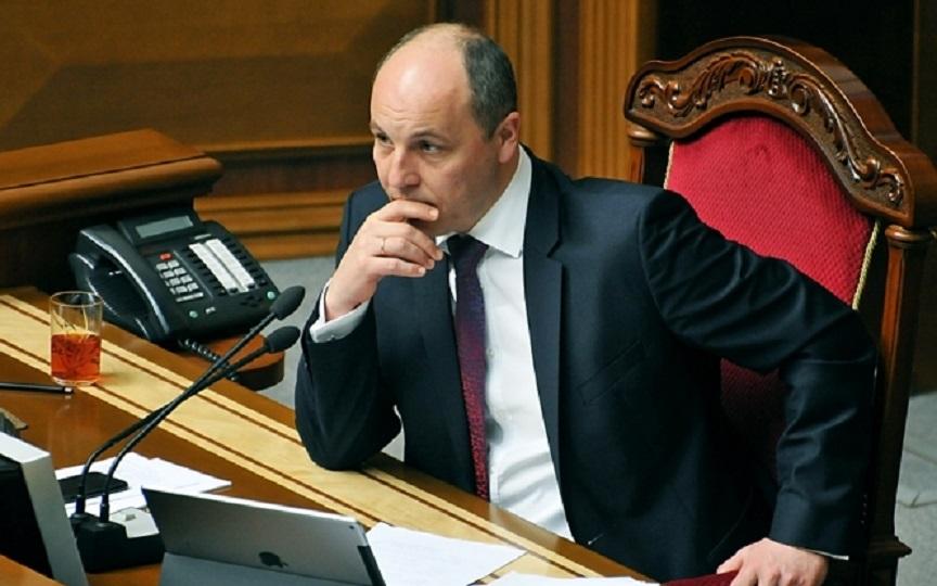 Набросился сразу на двух депутатов: Парубий устроил в Верховной Раде настоящий скандал