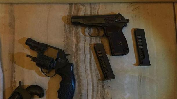 «Чуть не убили ребенка»: Мужчины устроили стрельбу прямо на проезжей части