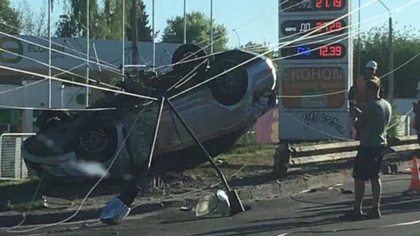 Ехал на большой скорости и слетел с моста: Жертвы ДТП в тяжелом состоянии
